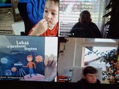 3.třída online: S kapucí, beseda s p. knihovnicí, překvapení pro maminky